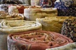 Las alfombras turcas rodaron para arriba foto de archivo libre de regalías