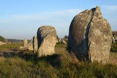 Las alineaciones de Carnac en Bretaña, Francia fotografía de archivo
