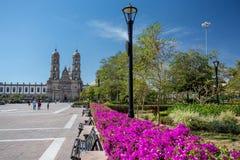 Las Americhe del de della plaza e chiesa, Zapopan, Guadalajara, Messico Immagine Stock