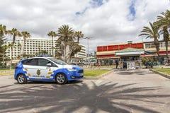 Las Amerika, Teneriffa, Spanien - 17. Mai 2018: Polizeiwagen in Las Amerika Die Polizei in Teneriffa Die zitronengelbe Polizei Lizenzfreie Stockfotografie