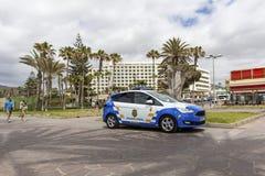 Las Amerika, Teneriffa, Spanien - 17. Mai 2018: Polizeiwagen in Las Amerika Die Polizei in Teneriffa Die zitronengelbe Polizei Stockbilder