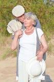 Las ancianos se juntan en las vacaciones Fotos de archivo