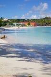 Las Antillas, el Caribe, Antigua, bahía larga, vista de la bahía larga y playa Fotos de archivo libres de regalías