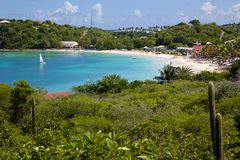 Las Antillas, el Caribe, Antigua, bahía larga, vista de la bahía larga y playa Foto de archivo libre de regalías