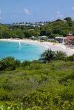Las Antillas, el Caribe, Antigua, bahía larga, vista de la bahía larga y playa Fotografía de archivo