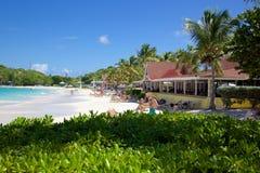 Las Antillas, el Caribe, Antigua, bahía larga, vista de la bahía larga y playa Fotografía de archivo libre de regalías