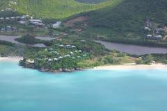 Las Antillas, el Caribe, Antigua, visión sobre la playa de los Cocos Fotografía de archivo