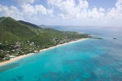 Las Antillas, el Caribe, Antigua, visión sobre los torneros playa y el punto de Johnson Imágenes de archivo libres de regalías