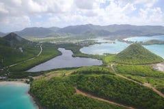 Las Antillas, el Caribe, Antigua, visión sobre puerto de cinco islas Imagenes de archivo