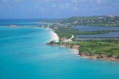 Las Antillas, el Caribe, Antigua, vista de la bahía del fugitivo y de la playa Foto de archivo libre de regalías