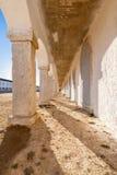 Las arcadas de los alojamientos del peregrino en el santuario barroco de Nossa Senhora hacen Cabo foto de archivo