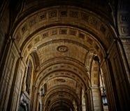 Las arcadas viejas en La Valeta, Malta fotos de archivo