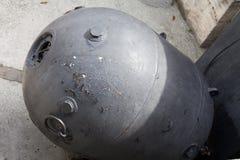 Las armas soviéticas viejas de la mina de la nave de Rusia imagen de archivo
