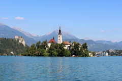 Las atracciones turísticas, lago sangraron y castillo Eslovenia Imagenes de archivo
