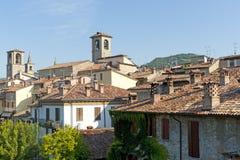 Las azoteas de Varzi (Italia) Imágenes de archivo libres de regalías