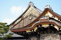 Las azoteas talladas de Nijo se escudan en Kyoto, Japón Imagenes de archivo