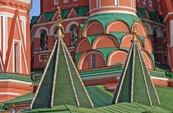 Las bóvedas formadas de la albahaca del santo en Moscú Foto de archivo