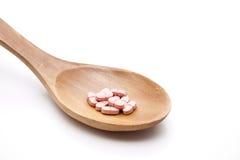 A las bandejas sobre las cucharas de madera Imagen de archivo