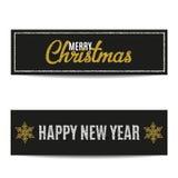 Las banderas de la Feliz Navidad fijaron el texto de plata y los copos de nieve de oro Imagen de archivo libre de regalías