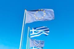 Las banderas de la UE y de Grecia Fotografía de archivo
