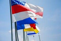 Las banderas enrollan en el top Foto de archivo
