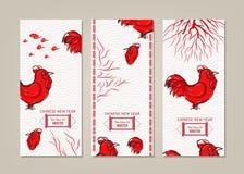 Las banderas verticales fijaron con el gallo chino dibujado mano del Año Nuevo