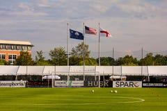 Las banderas vuelan en el estadio de Blackbaud Fotos de archivo