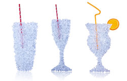 Las bebidas hechas del hielo derivan en el fondo blanco Fotos de archivo libres de regalías