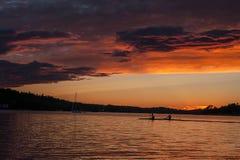 Las bellezas decorativas de una puesta del sol en Suecia Fotografía de archivo