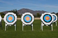 Las blancos de la práctica en el tiro al arco no colocan ninguna sombra Foto de archivo libre de regalías