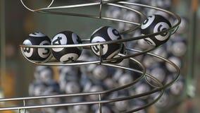 Las bolas de la loteria componen el número 1, la secuencia 2, 3, 4, 5 y 6 Animación realista 3D almacen de metraje de vídeo