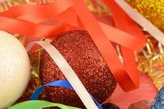 Las bolas de la Navidad fijaron, tarjeta del día de fiesta del Año Nuevo Foto de archivo libre de regalías