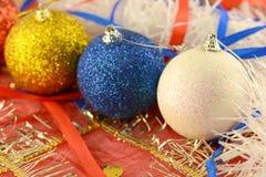Las bolas de la Navidad fijaron, tarjeta del día de fiesta del Año Nuevo Imágenes de archivo libres de regalías