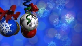 Las bolas de la Navidad giran (los fondos) almacen de video