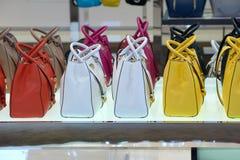 Las bolsas de asas de las mujeres Imagen de archivo libre de regalías