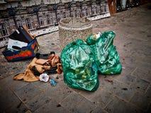 Las bolsas de plástico de la basura de la calle Fotografía de archivo libre de regalías