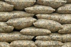 Las bolsas de plástico llenadas de las piedras para el uso de la construcción Fotografía de archivo