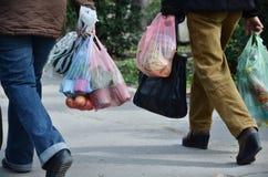 Las bolsas de plástico llenas Foto de archivo