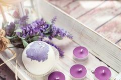 Las bombas del baño con lavanda florecen hecho a mano Imagenes de archivo