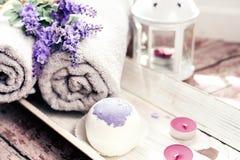 Las bombas del baño con lavanda florecen hecho a mano Imágenes de archivo libres de regalías