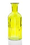 Las botellas de cristal aisladas en el fondo blanco, vidrio colorido fijaron en el fondo blanco, vidrio para el agua dulce, siste Fotos de archivo