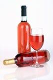 Las botellas de vino con la copa de vino Imagen de archivo libre de regalías