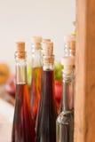 Las botellas estrechas del vintage con el hogar hicieron la vodka oscura del ciruelo imagen de archivo libre de regalías
