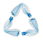 Las botellas plásticas que componen reciclan símbolo Foto de archivo libre de regalías