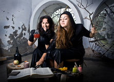 Las brujas conjuran imagen de archivo