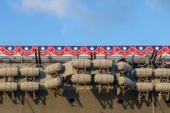 Las cápsulas inflables del bote salvavidas en portaaviones jubilado envían fotografía de archivo libre de regalías