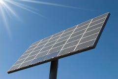 Las células solares artesonan potencia Fotos de archivo