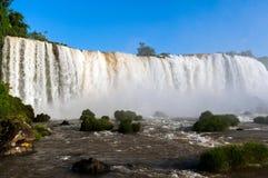 Las caídas de Iguassu son las series más grandes de cascadas en el planeta imagenes de archivo