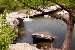 Las caídas de la parte superior en Mckinney bajan parque de estado, Austin Texas Imagen de archivo libre de regalías