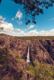 Las caídas de Wallaman, una cascada y cascada de la cola de caballo en el Sto fotografía de archivo libre de regalías